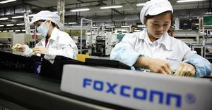 Email x1 100642777 foxconn worker assembly line gettyp.1910x1000