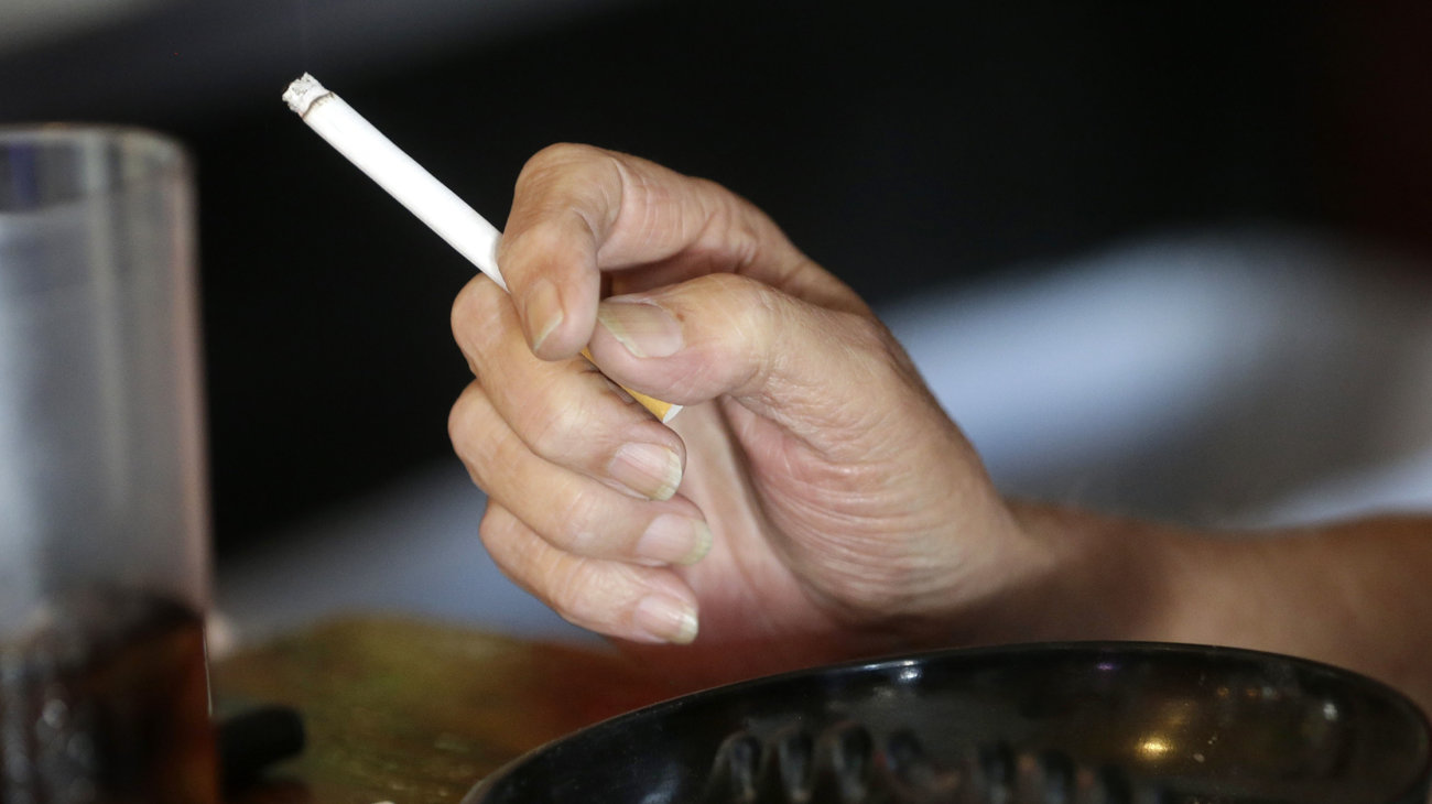 smoking should be inhibit in public Public smoking should not be banned public smoking should not be banned - after all smokers have their rights too do you agree no, i don't agree that public smoking should be allowed.